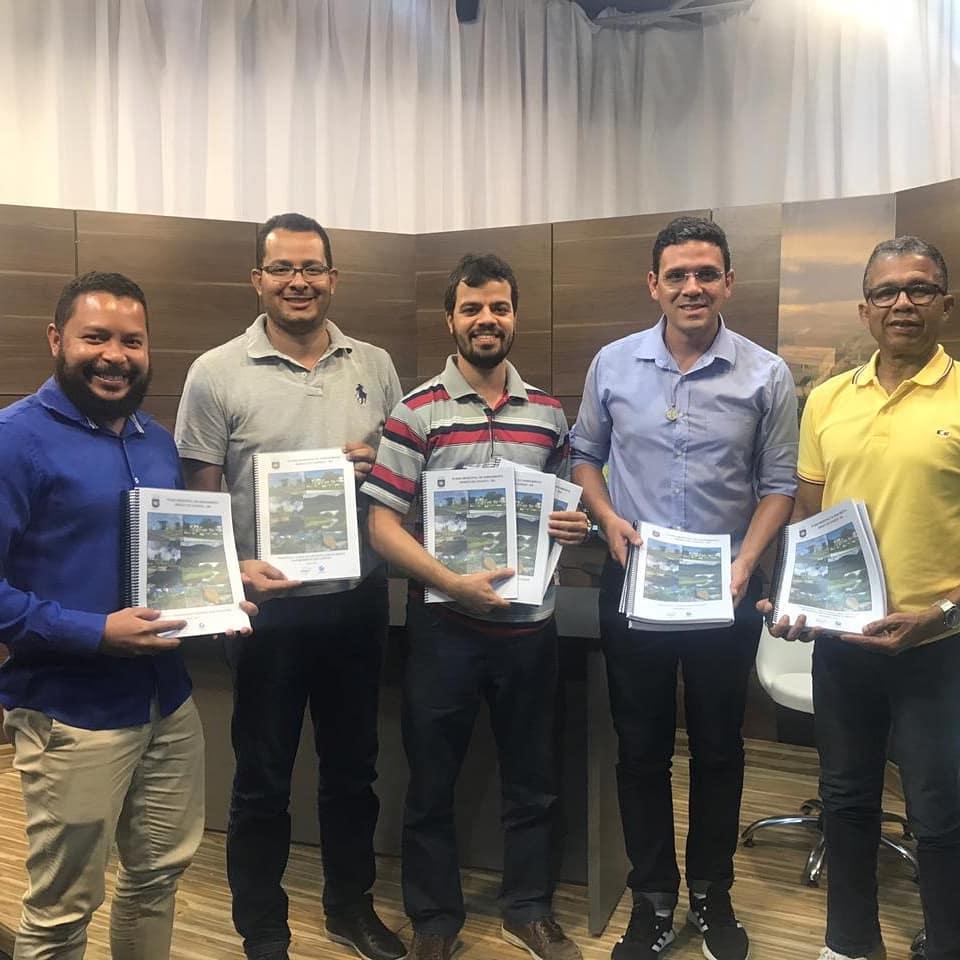 O Prefeito Municipal de Coaraci Jadson Albano, sancionou o Plano Municipal de Saneamento Básico – PMSB.